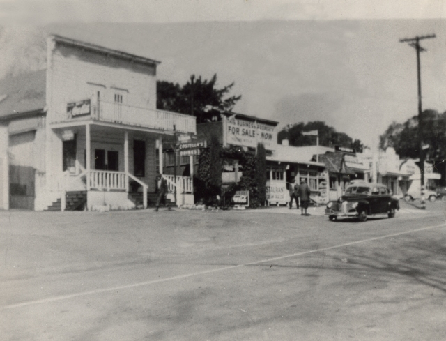 Old Costella's prior to 1946 fire (and view looking down Hwy 9 south Felton toward Felton Empire Rd). Photo courtesy of Jim Costella.