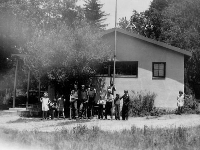 355 Noni Zayante School + kids ca 1945 Noni McCullough Borden